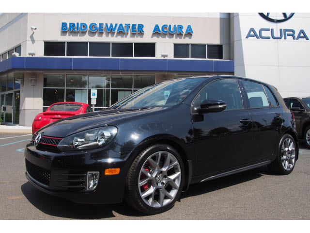 pre owned 2014 volkswagen gti wolfsburg edition pzev. Black Bedroom Furniture Sets. Home Design Ideas