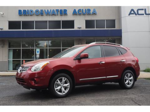 Pre-Owned 2011 Nissan Rogue SV w/Nav